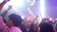 酒吧舞厅迪厅跳舞狂欢的人群