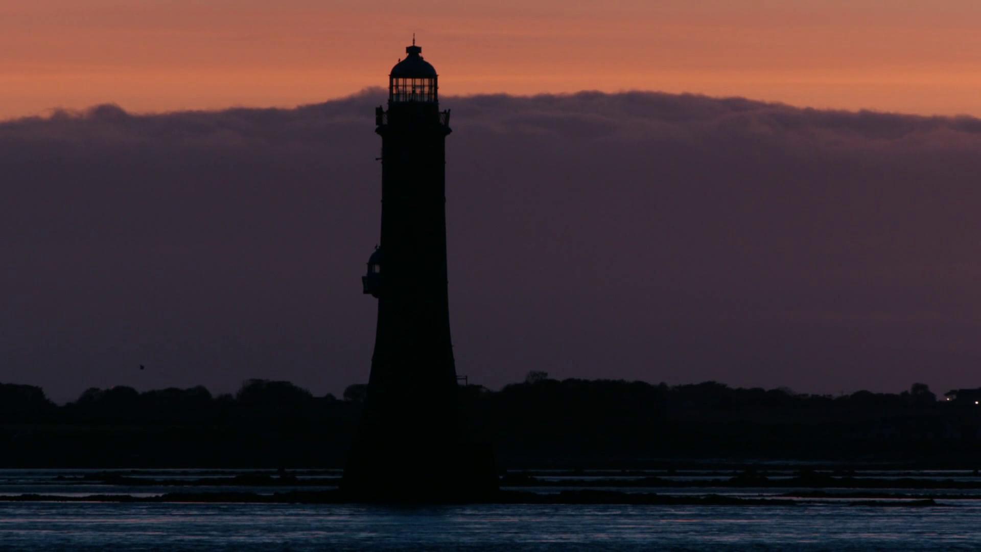 黄昏下的海港 灯塔