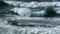 海浪翻滚实拍视频素材