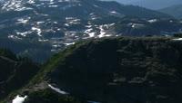 航拍山顶上的积雪