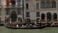 国外旅游景点 小船划过