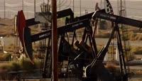 航拍石油开采摇头机摇臂机 原油采油 能源