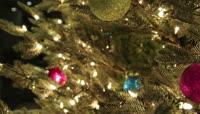 实拍圣诞树上挂的圣诞球