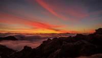 超震撼云海翻涌遇见最美的火山岛日出