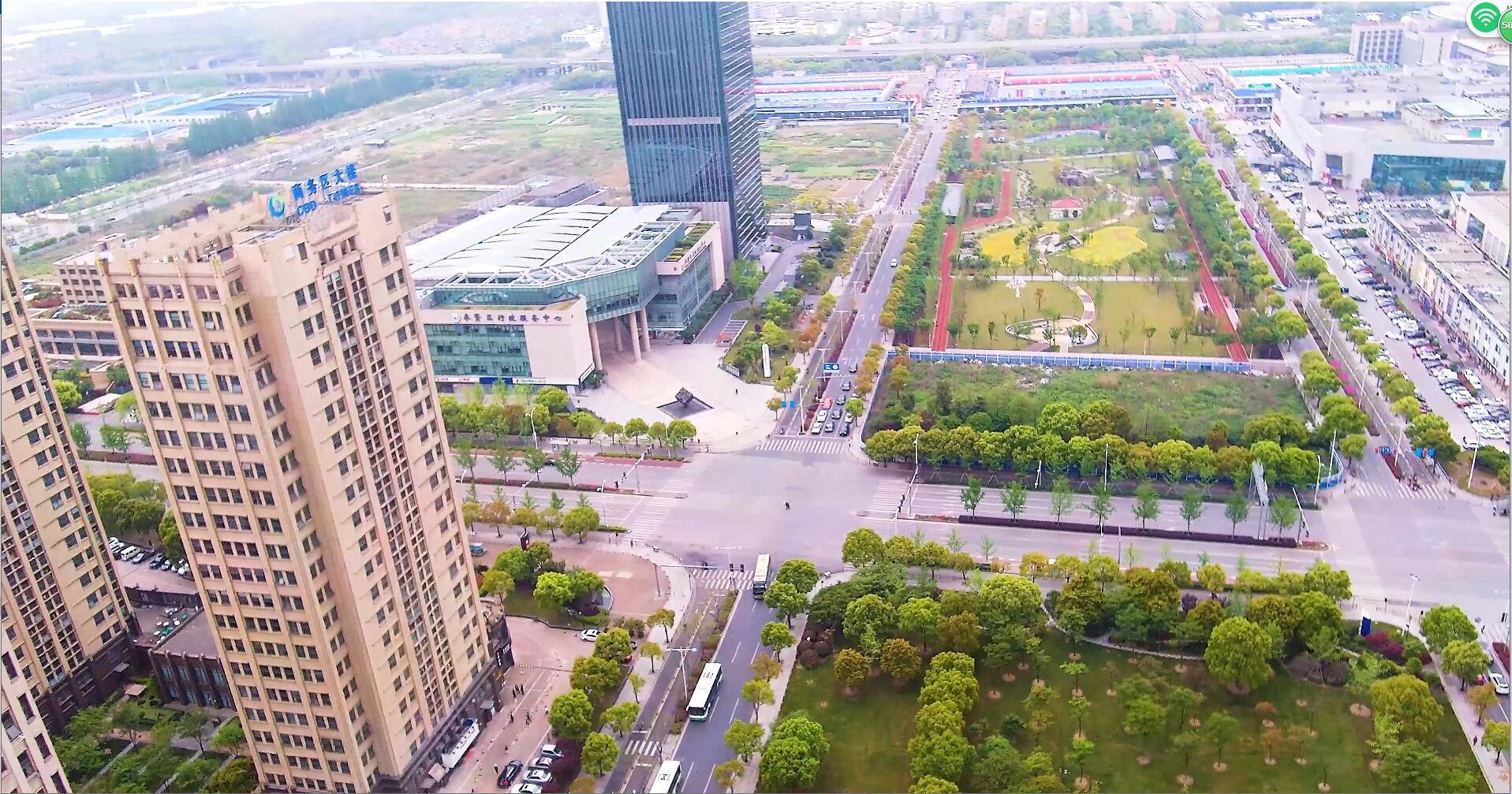 城市俯拍商业中心道路公交网4K高清视频