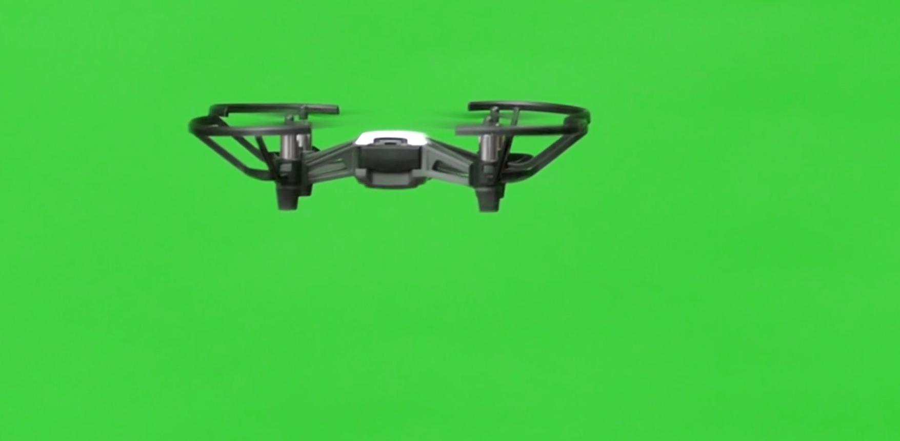 绿幕下飞行的无人机