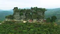 贵州深山里的一座奇峰,像个仙女一样站在山顶