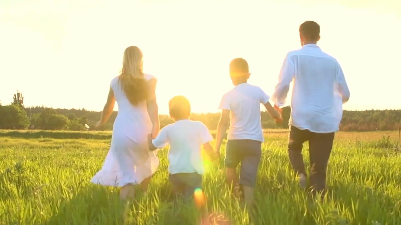 温馨幸福美好生活一家人