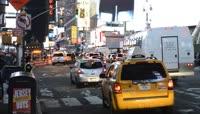 实拍繁华街头行驶过的出租车视频素材
