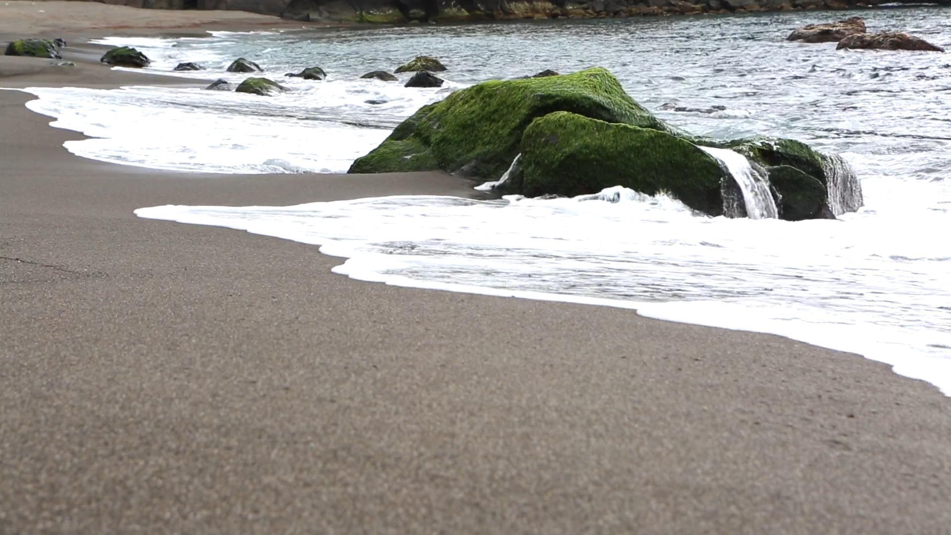 海浪和沙滩