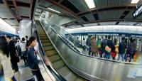 地铁出入口人流进出站电梯上下 车厢内的人群地铁行驶隧道高清实拍视频素材