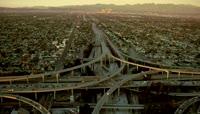 航拍城市公道 城市道路交通车流高架立交桥上的车流高清实拍