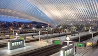 大型火车站站台 人群井然有序的上下动车列车人群走动高清实拍