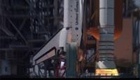 火箭起飞穿梭过白云 实拍火箭发射升空过程