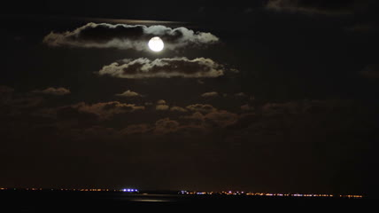 海上月亮 云层飘过 高清实拍视频素材