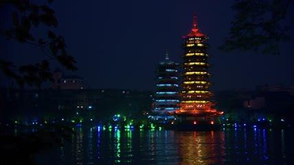 亚洲城市高清实拍-夜晚水面桂林日月双塔