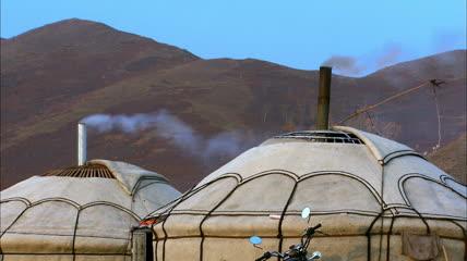 蒙古包炊烟袅袅高清实拍视频素材
