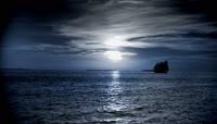 海面帆船日出日落倒影波纹荡漾实拍高清视频素材