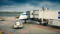 忙碌的机场工作素材 Logan Airport