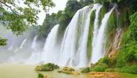 壮观的瀑布风景