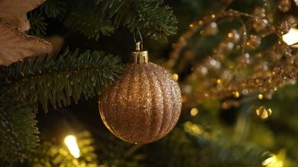 圣诞树上挂着的彩球\-圣诞节元素