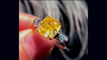 精美宝石戒指实拍视频