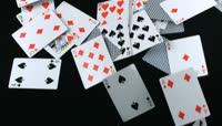 散落的扑克牌