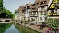 \[4K\]如画般小镇景色唯美建筑风格小河流旁度假风情房