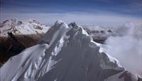 白雪山峰实拍视频