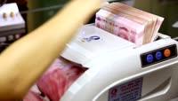验钞机进行数钱操作高清实拍素材