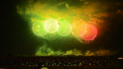 24燃放烟花节日春节庆祝