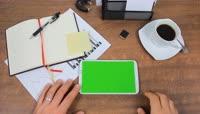 商务人士办公触摸划屏操作智能手机平板电脑绿屏抠像