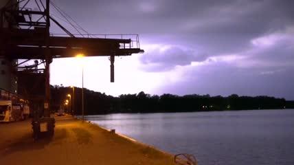 4K震撼夜晚电闪雷鸣暴雨倾盆乌云密布恶劣天气变化