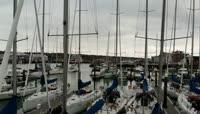停靠在港口的帆船