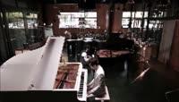 双人弹钢琴