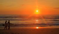 夕阳下海滩高清实拍视频素材