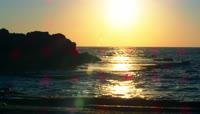 海滩边看日落4K视频素材